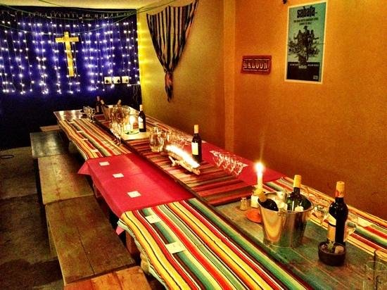 Cafe Mexicho: Long Table
