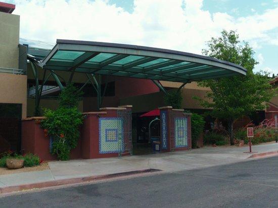 Sedona Rouge Hotel and Spa: Front Entrance of Sedona Rouge