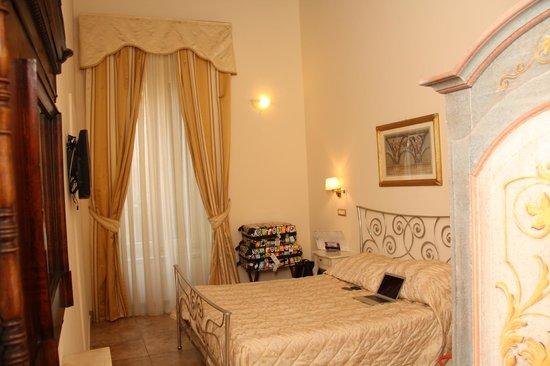 Hotel Le Clarisse al Pantheon: large room