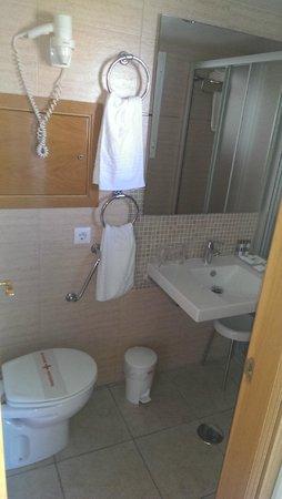 Cosmopolitan: bathroom
