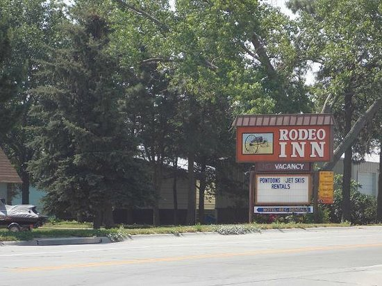 Rodeo Inn Motel: View of Sign from Highway 11