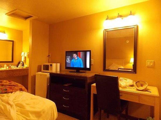 Rodeo Inn Motel: View of room