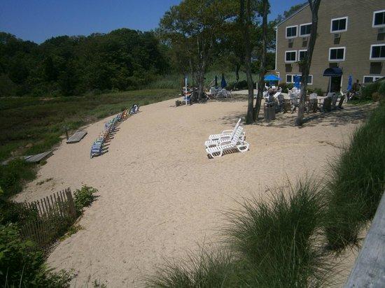 Bayside Resort Hotel: Must finish the patio