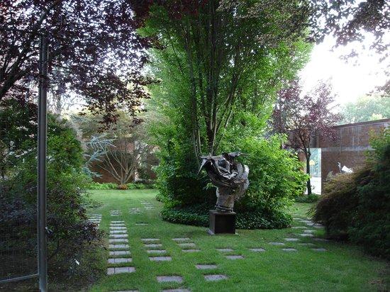 Frances Lehman Loeb Art Center at Vassar College: jardim de esculturas