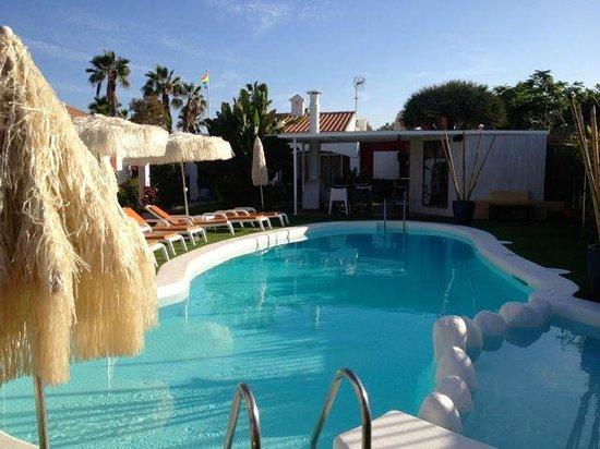 Beach Boys Resort: Poolbar am Abend