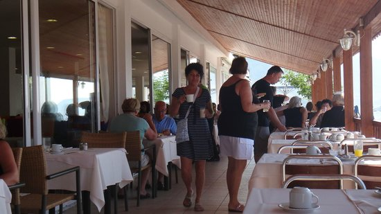 Kinetta Beach Hotel: La terrasse