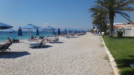 Kinetta Beach Hotel: Amplement de parasols