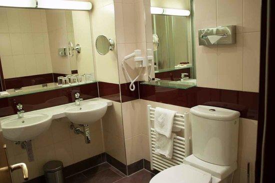 Austria Classic Hotel Wien: Spacious bathroom