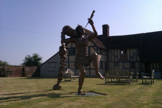 Eckington Manor: Pan.