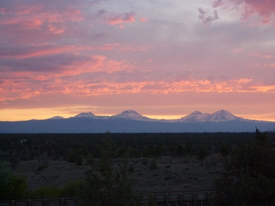 Brasada Ranch: Gorgeous sunsets over the Cascade range