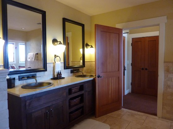 Brasada Ranch: Double vanity, plenty of room for all your stuff