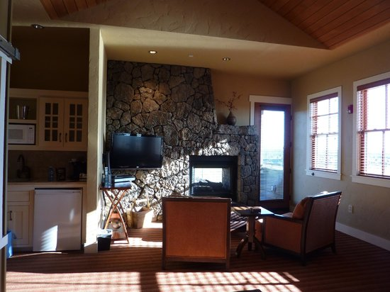 Brasada Ranch: Sitting area with indoor/outdoor fireplace