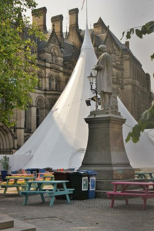 Albert Square: Navigable with care, when an event is on: before, during and after
