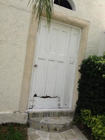 Sitio Sagrado: Deplorable el mantenimiento del hotel. Todo roto y sin pintar