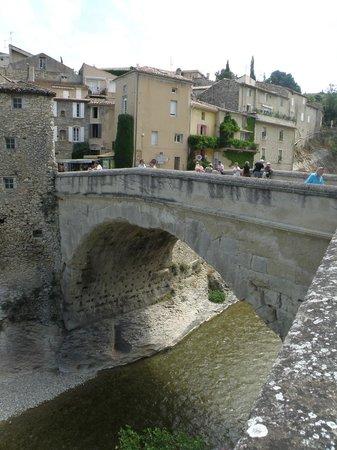Roman Bridge : Pont romain entre les deux parties de Vaison-la-Romaine