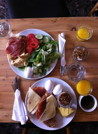Kvosin Downtown Hotel: Amazing breakfast at Bergsson.  The bread is to die for!