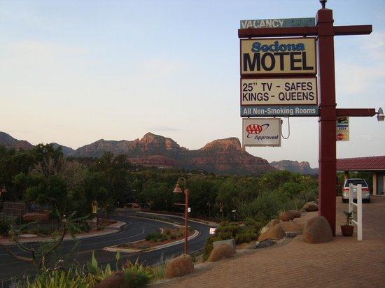 Sedona Motel sign and Sedona scenery