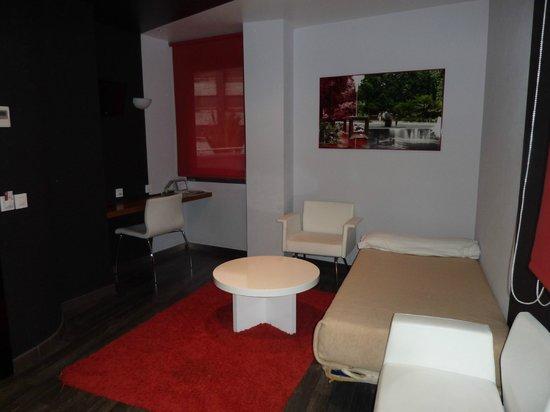 Exe Hotel El Magistral: Salón con la cama extra