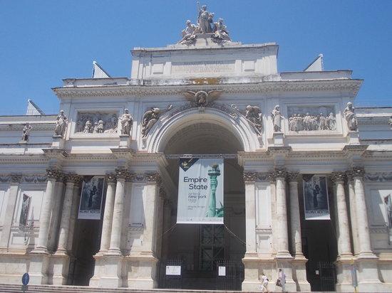 palazzo delle esposizioni - facciata - giorno