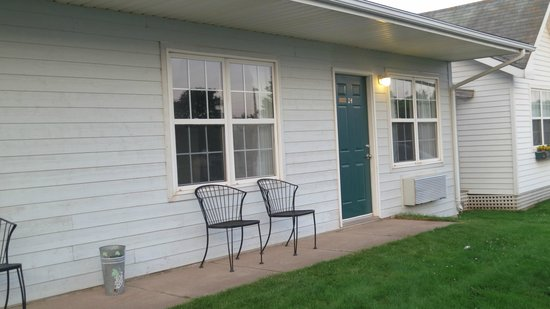 Anne Shirley Motel & Cottages: front door