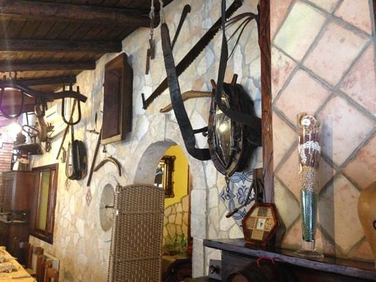 Nusco, Italy: particolare di una sala interna!
