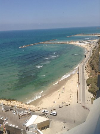 Carlton Tel Aviv: another view from the pool