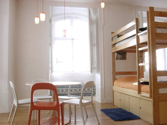 Lisbon Lounge Hostel: Inside one of our spacious dorm rooms.