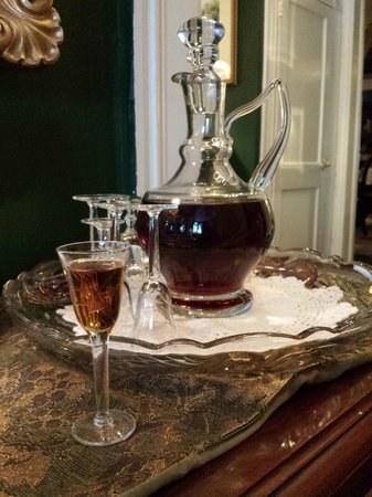 Park Avenue Manor: Cream sherry awaiting guests return