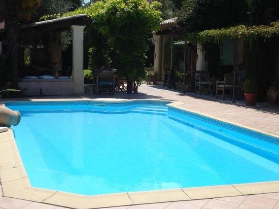 Le Mas des Cigales : het zalig verwarmd zwembad