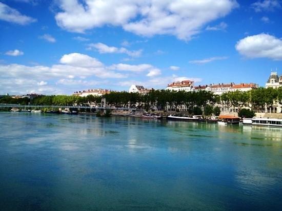 Hotel Saint-Pierre des Terreaux: The Rhone River