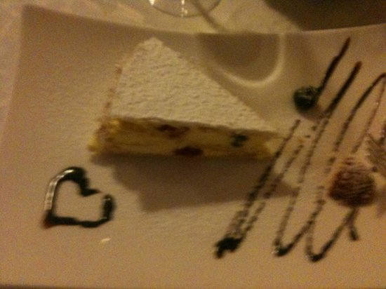 Ristorante Enoteca Del Duca : special portion of cake for bride and groom