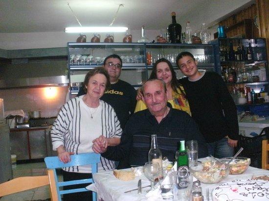 Mylos: Her er hele familien på Zorba samlet. En herlig gjeng!!!