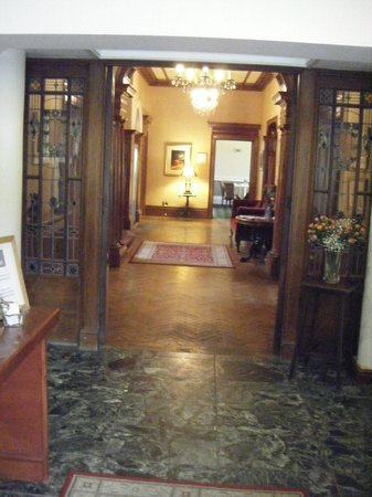 Conrah Hotel: A welcoming entrance hall