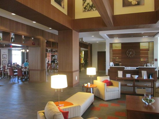 DoubleTree by Hilton Raleigh - Cary: Lobby and Check In Area