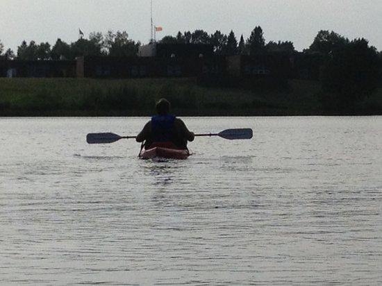 Lakeshore Motel: Kayaking on Ice Lake