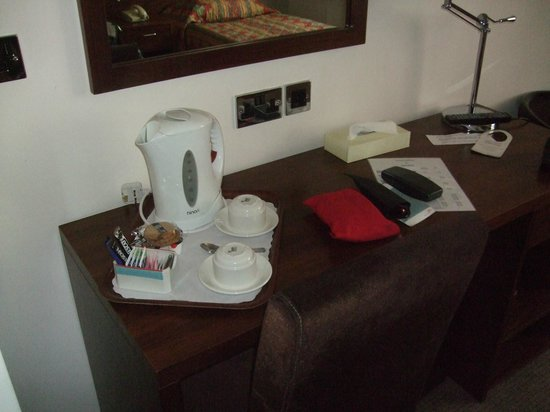 Apollo Hotel Birmingham: tea/coffee making kit, multi channel tv, suspect freeview ?