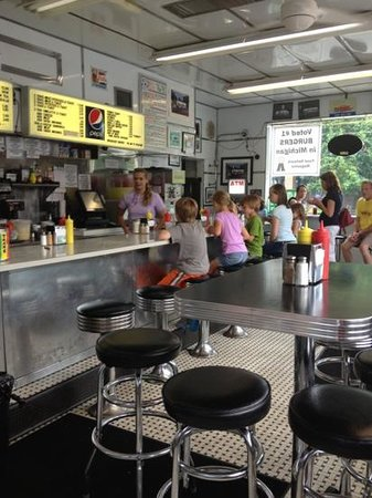 Hunter House Hamburgers: old school interior