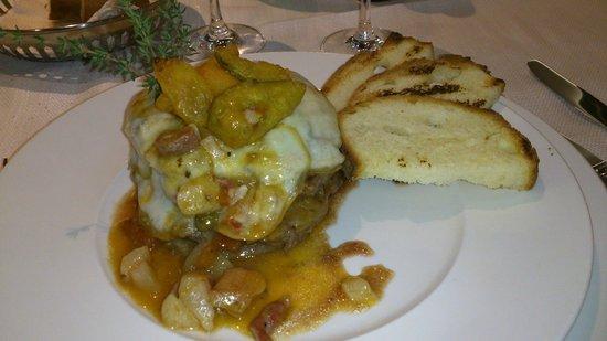 Parco Dei Principi Hotel Congress & Spa : Filetto a 3 strati con verdure, pancetta e scamorza affumicata