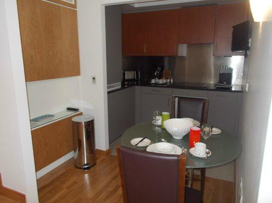 The Kingu0027s Wardrobe Serviced Apartments By BridgeStreet: Studio Apartment