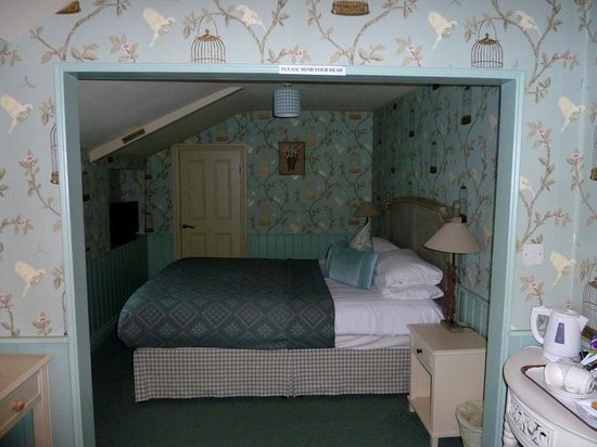 The Feathers Hotel : Cute Little Room
