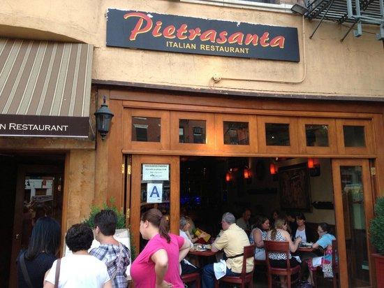 Pietrasanta Restaurant: Open air restaurant when weather is nice