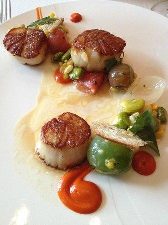 NINE-TEN Restaurant & Bar: Maine Sea Scallops