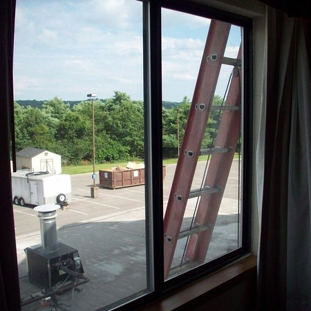 Holiday Inn Express Nashville Airport: Ladder by my window