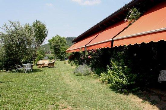 Agriturismo Antica Strada Romana: giardino