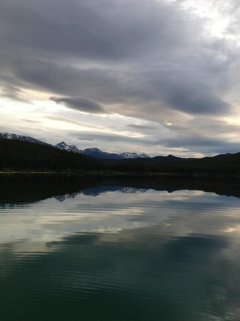 Patricia Lake Bungalows Resort: A peaceful moment on Lake Patricia at dusk