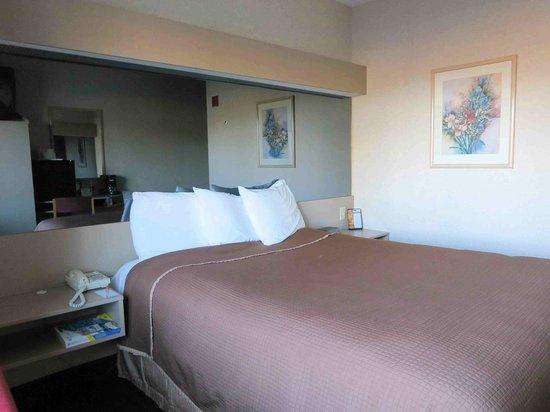 Photo of Howard Johnson Inn and Suites Elk Grove Village O'Hare
