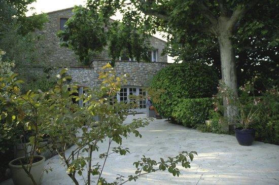 Le Relais Des Chartreuses : Front entrance to hotel