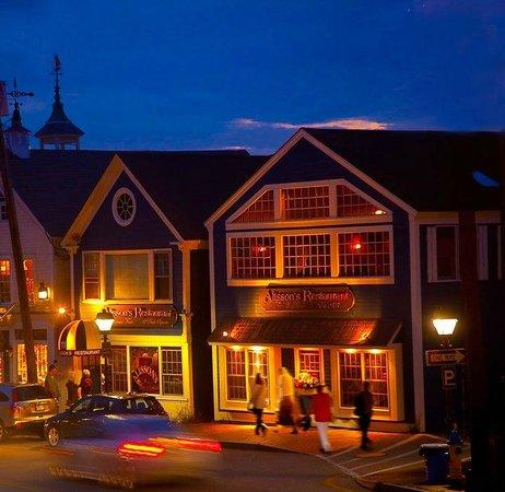 Alisson's Restaurant: Allison's at night.