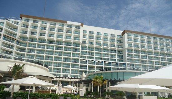 Hard Rock Hotel Cancun: Vista da piscina