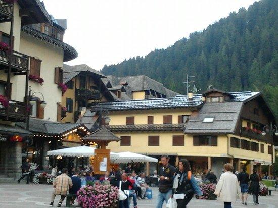 Relais des Alpes: la vista dalla piazza